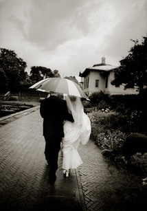 hwang_08_couple-in-rain_big_500.jpg