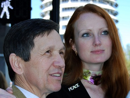 kucinich.elizabeth.militaryfamilies.speakout.awards_ceremony.2.q4up8z.jpg